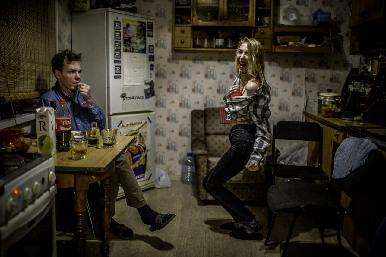kazdodenni-zivot_412_petr-shelomovskiy_1589_kitchen-party_001