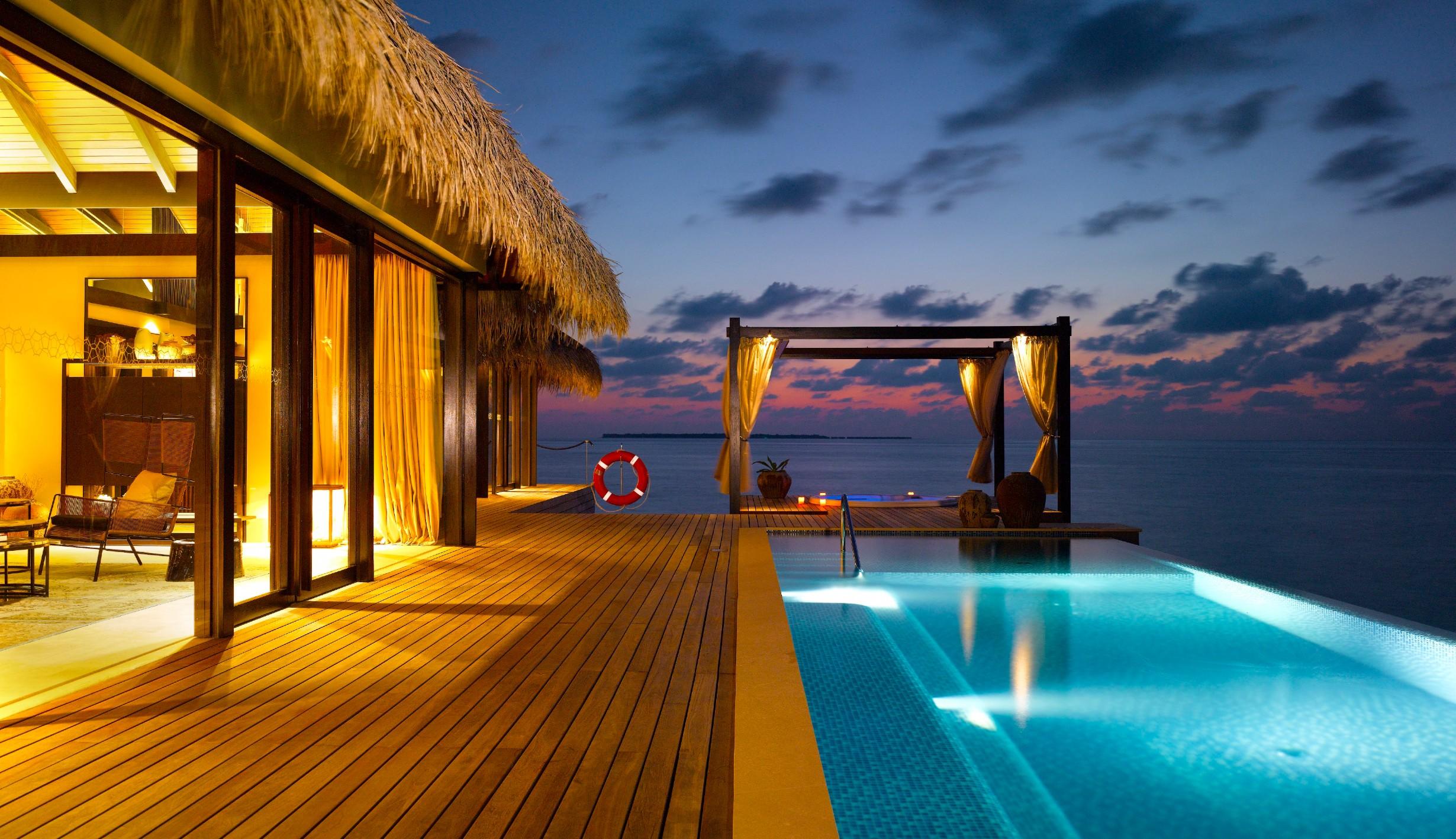 Maledivy, Šmejcův resort Velaa.
